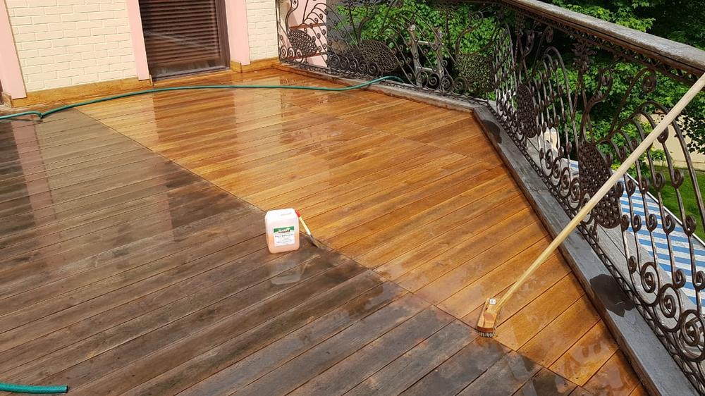 Обновление и очистка террасы от серого налета
