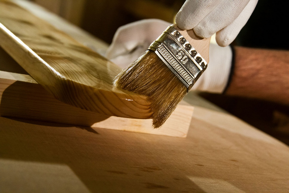 Выбираем безопасное масло для деревянной мебели